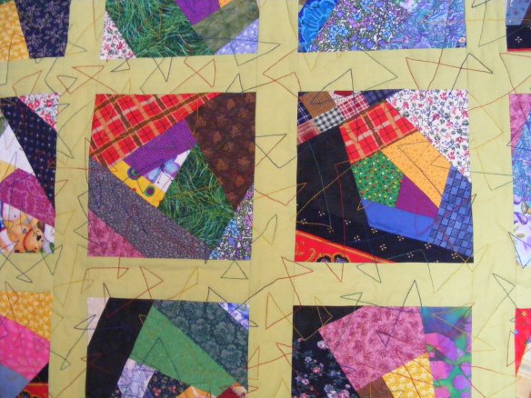 Close up of the triangle free motion quilting.